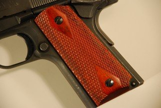 Colt 1911 Officer Classic Panel, Super Rosewood, Double Diamond Checkered