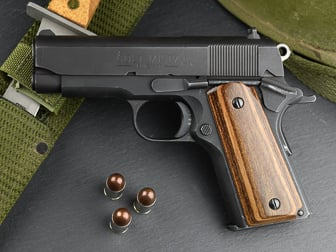 Colt 1911 Officer Classic Panel, Super Walnut