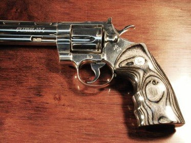 Colt Python Oversized Fingergroove Silverblack with Silver Medallions