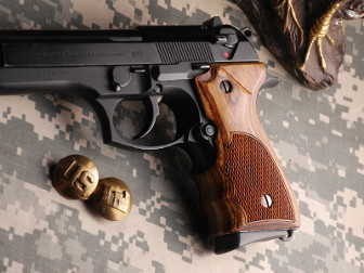 Beretta 92F Fingergroove Super Walnut Checkered