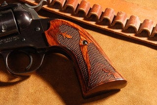 Ruger Bisley Classic Panel Super Rosewood Checkered Fleur-de-lis