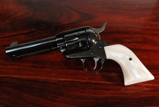 Ruger Blackhawk Classic Panel White Pearl