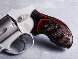 S&W J Round Combat Char Ruby Checkered