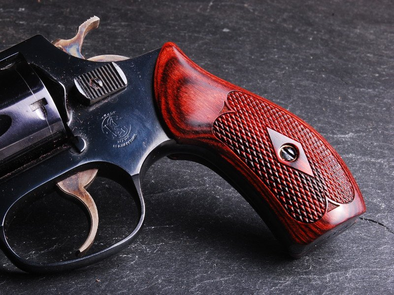 S&W J Round Classic Panel Super Rosewood Checkered