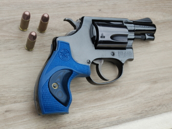 Smith & Wesson J Frame (Small) Round Butt Revolver Grips | Altamont