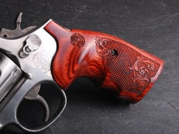 S&W K/L Square BATELEUR® Super Rosewood Checkered Engraved with Laser Logo