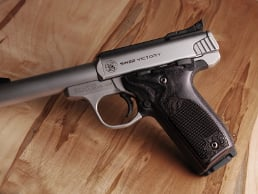 S&W 22 Victory Classic Panel Silverblack Checkered Engraved