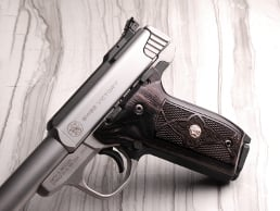 S&W 22 Victory Classic Panel Silverblack Checkered/Stipple with Silver Medallions